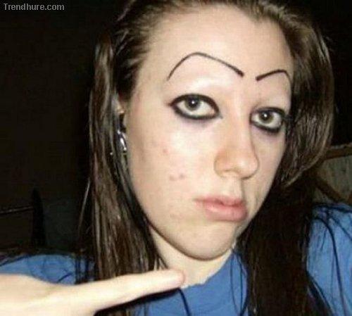 Erschreckende Augenbrauen