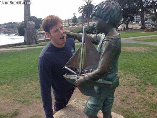 Spass mit Statuen