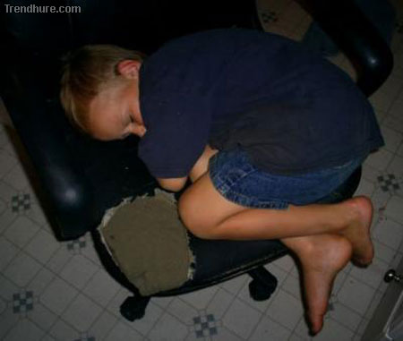 Komische Schlafposition