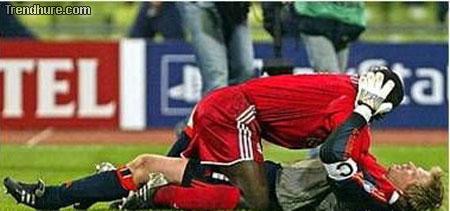 Zärtlichkeiten beim Fußball