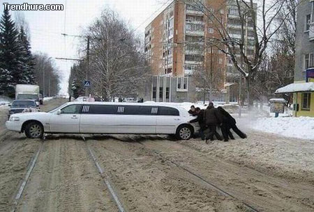 Komischer Autounfall