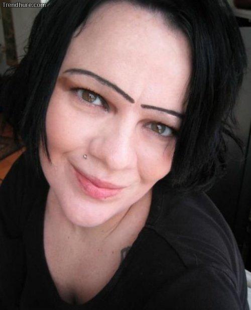 Augenbrauen, die einen verstören