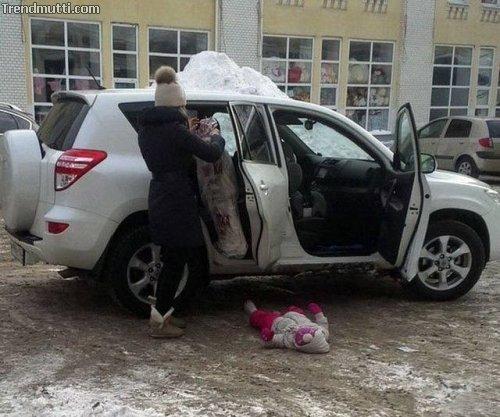 Frauen und Autos